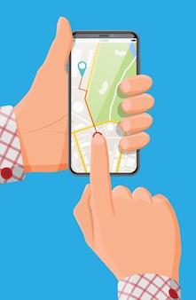 手に地図とマーカーを備えた最新のスマートフォン。緑と青のポインターを備えた電話でのgpsナビゲーション。