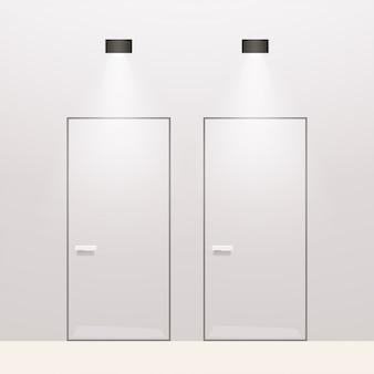 Современные туалетные двери на белом фоне