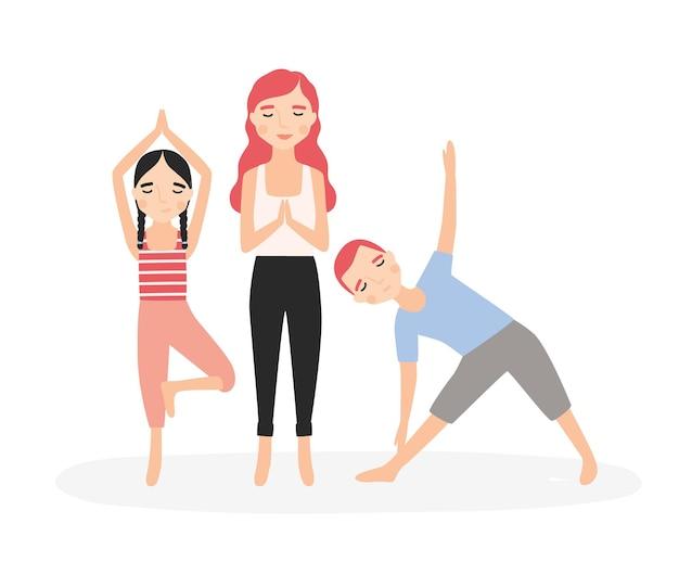요가 자세로 서서 명상하는 엄마와 아이들. 엄마와 아이들이 함께 에어로빅 운동을 하고 있습니다. 흰색 배경에 고립 된 만화 캐릭터입니다. 다채로운 평면 벡터 일러스트 레이 션.