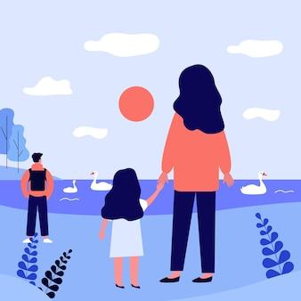 엄마와 딸 야외 공원에서 산책