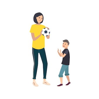 Мама и сын играют в футбол или футбол. мать и мальчик ребенка, выполнение спортивных игровых мероприятий. симпатичные герои мультфильмов, изолированные на белом фоне. красочная иллюстрация в плоском стиле