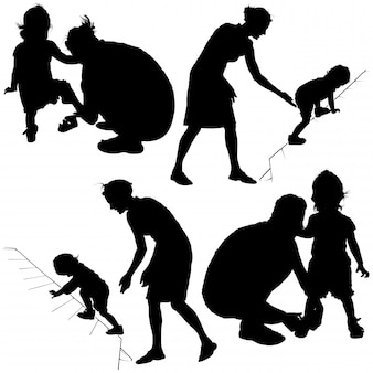 ママ、父親、小さな子供のシルエット