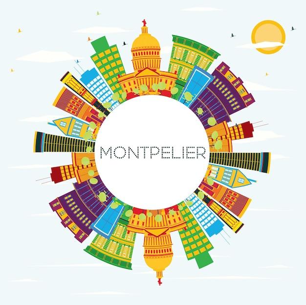 색상 건물, 푸른 하늘 및 복사 공간이 있는 몽펠리에 스카이라인. 벡터 일러스트 레이 션. 비즈니스 여행 및 관광 개념입니다. 프레젠테이션 배너 현수막 및 웹사이트용 이미지.