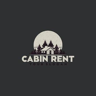 마을 집 임대 로고를 위한 오두막이 있는 달 숲 보기
