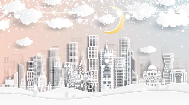 눈송이, 달, 네온 화환이 있는 종이 컷 스타일의 모스크바 러시아 스카이라인. 벡터 일러스트 레이 션. 크리스마스와 새 해 개념입니다.