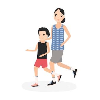一緒に走ったりジョギングしたりするスポーツウェアを着た母と息子。マラソンに参加する親子