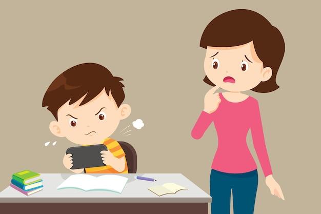宿題をせずにゲームをしている子供と困っている母親
