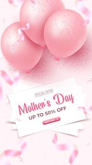 어머니의 날 특별 할인 상품 수직 배너. 하얀 시트, 핑크 공기 풍선, 장미 빛 배경에 호일 색종이 떨어지는 판매 포스터 디자인 50 %. 어머니의 날 템플릿입니다.