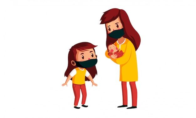 Мама носит маску для переноски своего ребенка, и ее первая дочь смотрит на ребенка