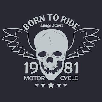 오토바이 의류 그래픽. 날개를 가진 해골입니다. 타기 위해 태어났다 - 레터링. 레이서 빈티지 의류 프린트, 티셔츠 디자인. 벡터 일러스트 레이 션.