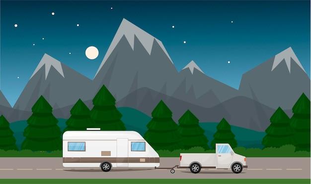 캠핑카 캐러밴 캠핑카는 언덕 mounains와 나무가있는 도로 풍경에 타기