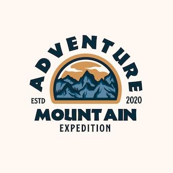 Шаблон логотипа эмблемы горных приключений