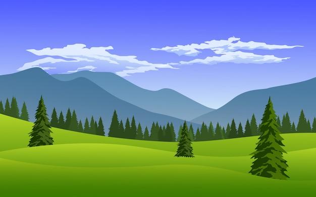 Гора и сосновый лес с облачным небом