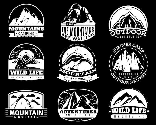 Горные эмблемы. альпинистский лагерь и приключенческий туризм, пешеходная экспедиция ретро этикетки старинный векторный логотип, значок или наклейка монохромный изолированный черно-белый силуэт коллекции