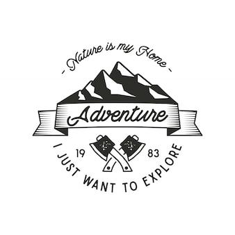 Expのシンボルとタイポグラフィデザインの性質を持つ山探検冒険ラベルは私の家です。ヴィンテージの古いスタイル。 tシャツプリントのアウトドアアドベンチャーエンブレム。分離されたベクトル。荒野のパッチ、スタンプ
