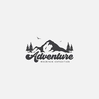 자연의 산악 탐험과 모험 로고