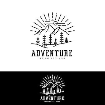 アウトドアアドベンチャークラブのマウンテンフォレストネイチャーエンブレムヒップスターパインエバーグリーンツリーのロゴデザイン