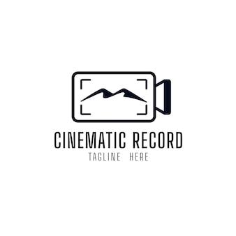 모험 야외 자연 사진 사진 작가 로고 디자인을위한 초점 사각형 렌즈 프레임 및 카메라가있는 산 풍경