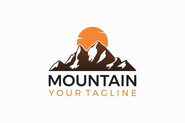 山のロゴデザイン山と日没のロゴデザイン