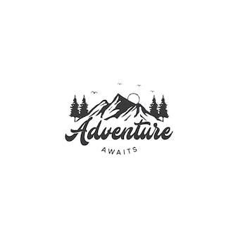 Горный логотип для приключений и наружного дизайна логотипа