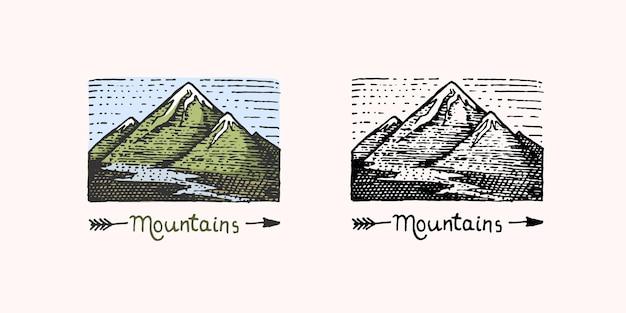 Эмблема горных вершин выгравирована винтажная рисованная старая этикетка или значки