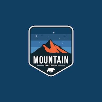 Горные путешествия винтаж эмблема логотип векторный дизайн иллюстрация шаблон