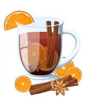 Глинтвейн с долькой апельсина и палочкой корицы в прозрачной чашке на белом фоне
