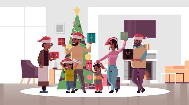 一緒に立っているギフトプレゼントボックスを持つ多世代家族メリークリスマス新年あけましておめでとうございます休日のお祝いのコンセプトモダンなリビングルームインテリアフラット全長水平ベクトルイラスト