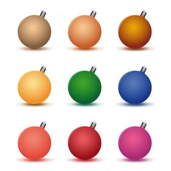 色とりどりのクリスマスボールセット。白い背景に分離された装飾的なクリスマスボールのコレクションです。