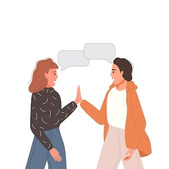 多民族の人々がソーシャル ネットワークについて話したり、議論したりします。吹き出しでカップルを話す 2 人の友人。キャラクターダイアログのコンセプト。