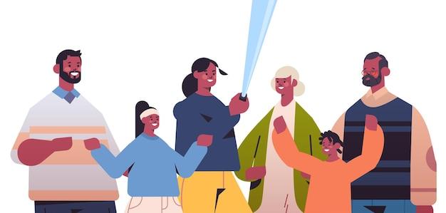 スマートフォンのカメラで写真を撮る自撮り棒を使用して多世代のアフリカ系アメリカ人家族水平肖像画ベクトル図
