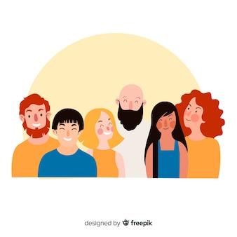 Многорасовая группа счастливых людей, улыбающихся