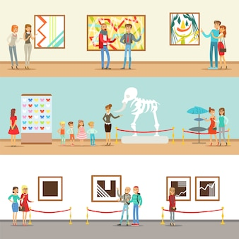 博物館ツアーに参加する博物館の訪問者