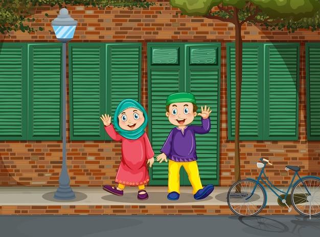 Мусульманская пара на дороге