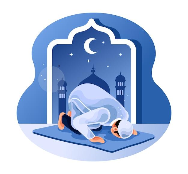 Муслим молится ночью в мечети