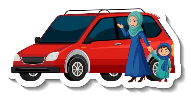 車の前に立っているイスラム教徒の母と娘
