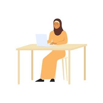 고립 된 노트북 또는 컴퓨터 평면 벡터 문자 그림에서 일하는 hijab에 이슬람 또는 아랍어 비즈니스 여자. 여성의 평등.