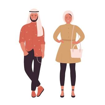 이슬람 젊은 유행 커플 사람들은 현대적인 옷을 입고 함께 서 있는 젊은 남자와 여자