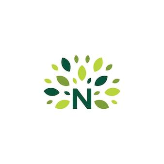 N письмо дерево лист природа знак зеленый логотип вектор значок иллюстрации