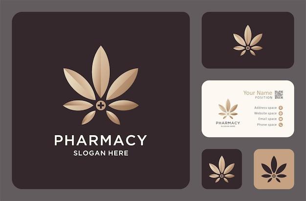 명함 디자인이 있는 천연 약국 로고.