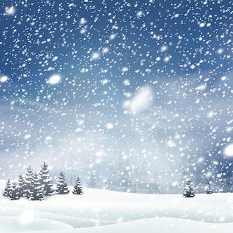 Естественный зимний фон рождественской елки с голубым небом, сильным снегопадом, снежинками разных форм и форм, сугробами. зимний пейзаж с падающим рождеством сияющим красивым снегом.