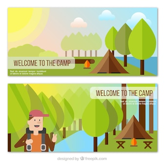 Banner natura con tenda da campeggio e viandante nella design piatto