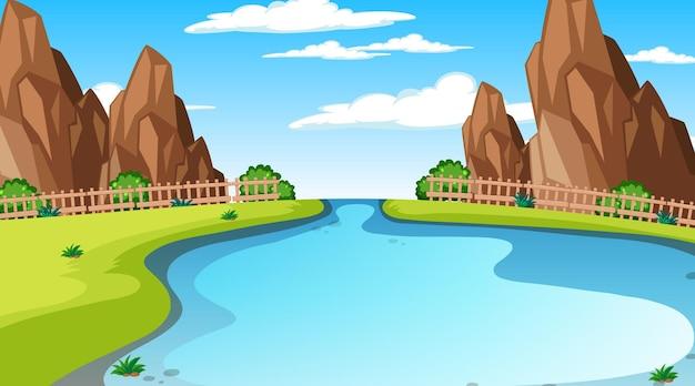 초원을 흐르는 긴 강이 있는 낮 장면의 자연 숲 풍경