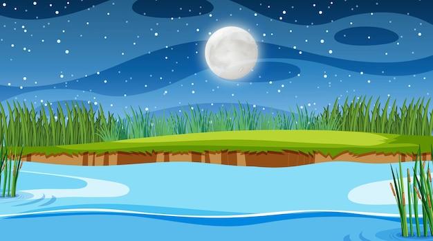 Природа лесной пейзаж в ночной сцене с длинной рекой, протекающей через луг
