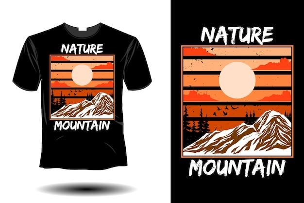 自然の山のモックアップレトロなヴィンテージデザイン