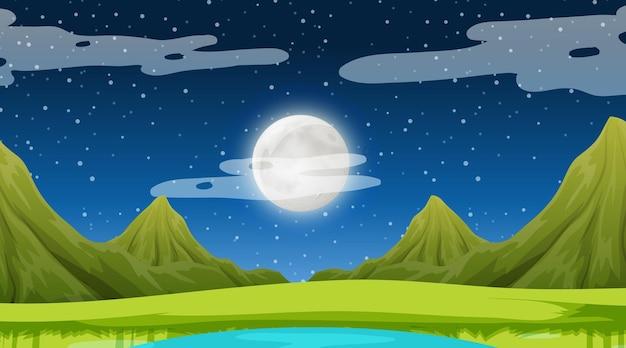 Scena della natura di notte con paesaggio di prati e sfondo di montagna