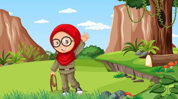 숲에서 탐험하는 이슬람 소녀 만화 캐릭터와 함께 자연 장면