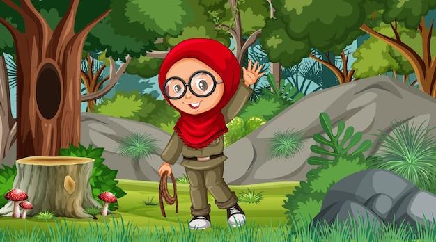 Сцена природы с персонажем мультфильма мусульманской девушки, исследующим лес
