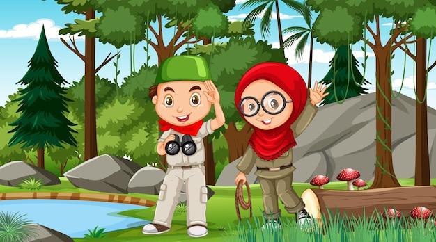 Сцена природы с мусульманскими детьми, исследующими лес