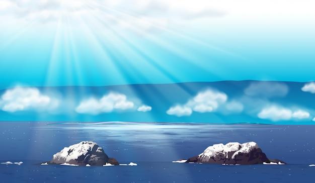 낮에 바다와 자연 장면